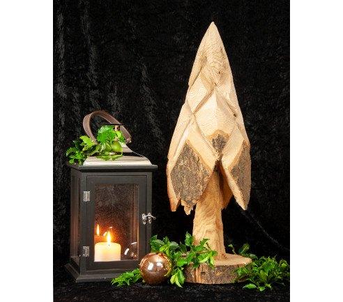 Juletræ af naturmateriale.